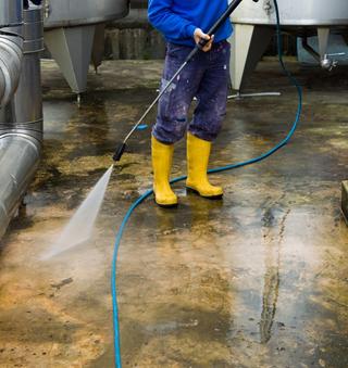 ciśnieniowe czyszczenie wodą